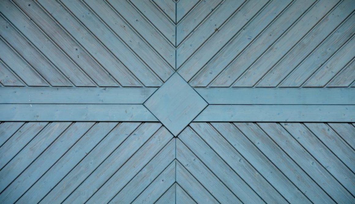 garage-door-1504396_1920